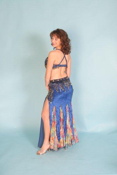 costume de danse orientale pro, taille standard, état neuf, vendu 450£ (acheté 700)