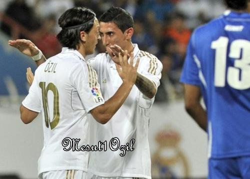 Photo de Mesut Özil lors du match Real Madrid - Koweit (16.05.12)