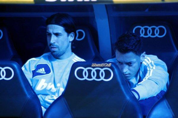 Photos de Mesut pendant le match contre Barcelone (02.03.13)