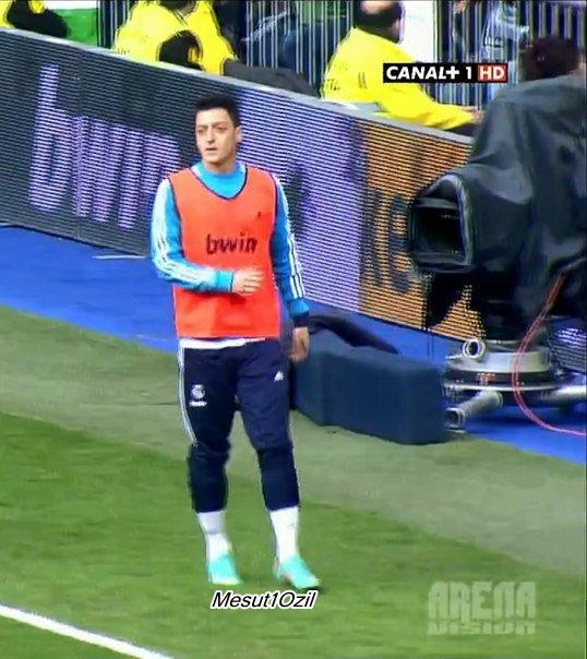 Photo de Mesut pendant le match contre Barcelone (02.03.13)