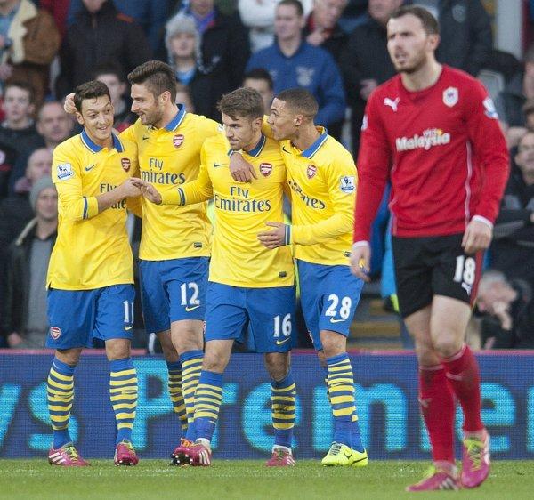Photos de Mesut pendant le match contre Cardiff City (30.11.13)