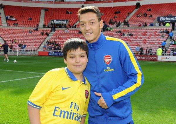 Photos de Mesut avant le match contre Cardiff City (30.11.13)