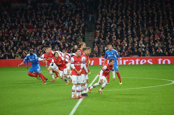 Photos de Mesut pendant le match contre Hull City (04.12.13)