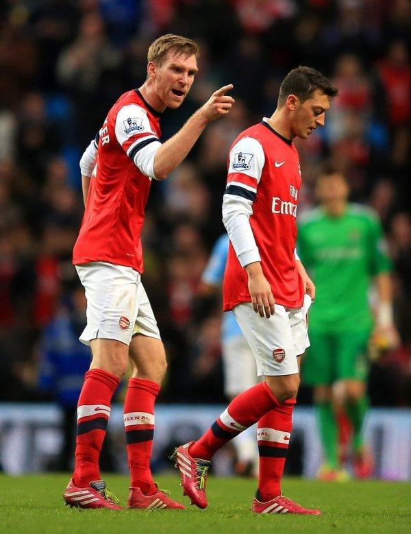 Photos de Mesut pendant le match contre Manchester City (14.12.13)