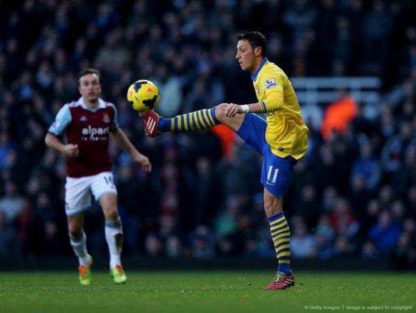 Photos de Mesut pendant le match contre de West Ham United (26.12.13)
