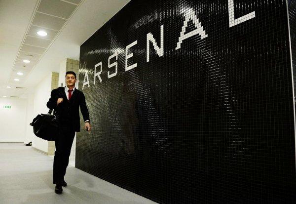 Photos de Mesut avant et pendant le match contre Tottenham (04.01.14)