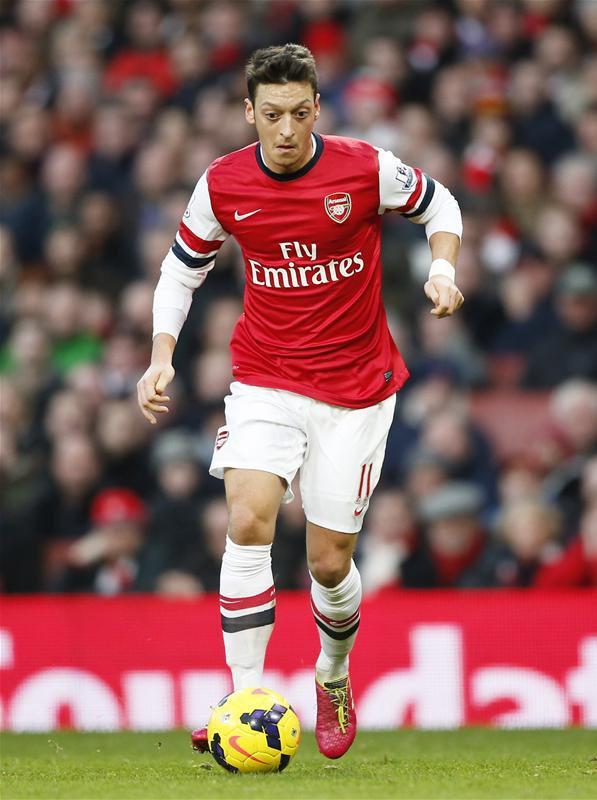 Photos de Mesut pendant le match contre Crystal Palace (02.02.14)