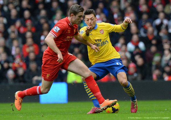 Photos de Mesut pendant le match contre Liverpool (08.02.14)