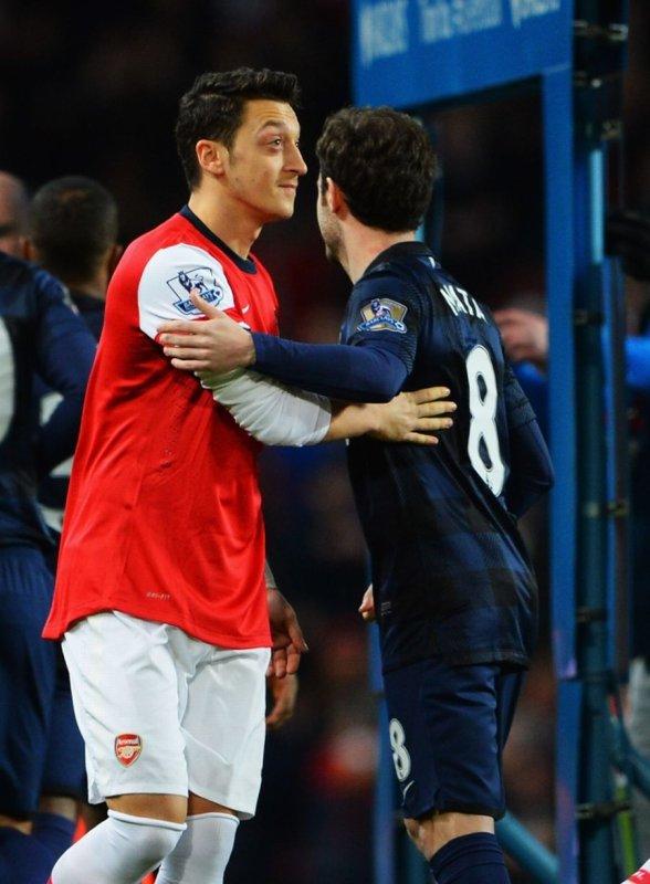 Photos de Mesut pendant le match contre Manchester United (12.02.14)