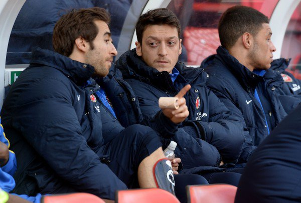 Photos de Mesut pendant le match contre Stoke City (01.03.14)