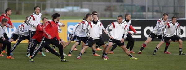 Photos de Mesut à l'entraînement avec la Nationalmannchaft (03.03.14)
