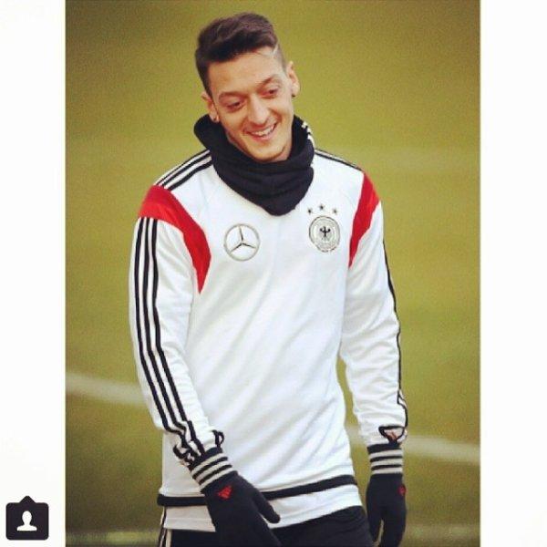 Instagram de Mesut (03.03.14)