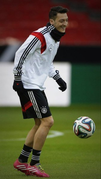 Photos de Mesut à l'entraînement avec la Nationalmannchaft (03.03.14)