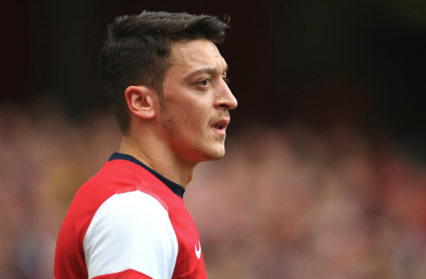 Photos de Mesut pendant le match contre Everton (08.03.14)