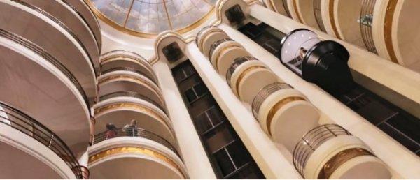 -Le grand hall-