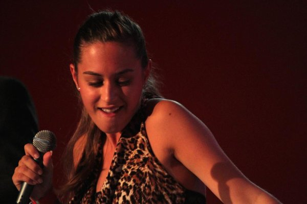 NINA ATTAL, Marchin, Salle de Village, 16 septembre 2011