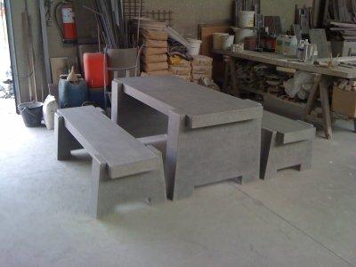 Table et bancs de jardin en pierre bleue reconstitu e - Table de jardin en pierre reconstituee ...