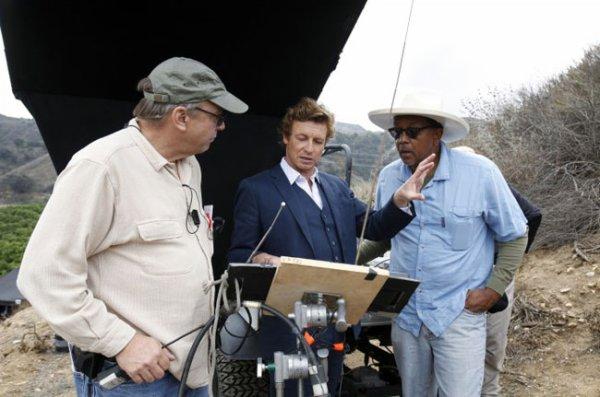 Simon Baker redeviens réalisateur le temps d'un épisode ( Mis à jour )