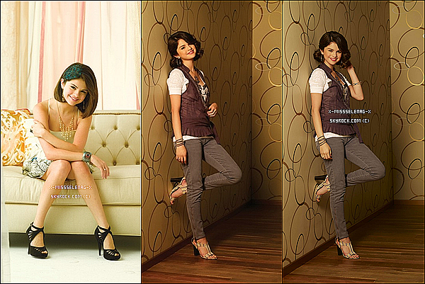 """+  Photoshoot de Selena pour """"Emmy Magazine"""". (+) Nouvelles photos du Twitter de Selena dont une avec Demi Lovato et une autre pendant le tournage de WOWP. +"""