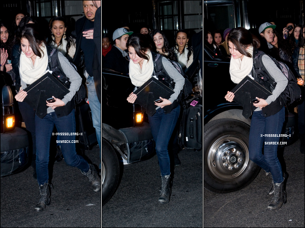 + December 31st  ;  Selena et sa famille sont allés dîner au Trattoria Dell'Arte. Le soir, Selena sortant de son hôtel. Enfin, Selena et Demi au «MTV New Year's Eve 2011» pour le nouvel an. +