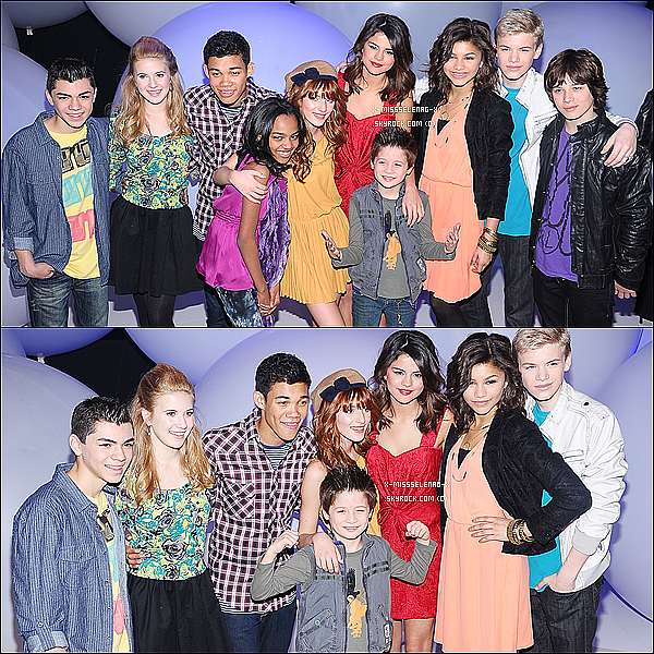 + March 16th  ;  Selena dans New York. Ensuite, prenant des photos dans son hôtel avant de se rendre avec pleins d'autres starlettes Disney à Disney Upfront. Selena y a performé SIU. +