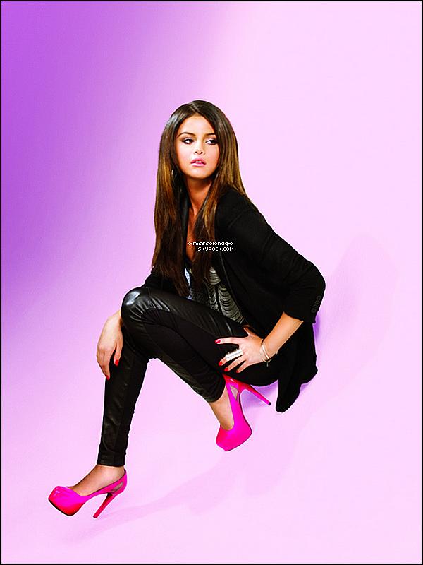 + Nouveau et magnfique photshoot de Selena tout naturel datant de 2010.+ Nouvelle photo de CE photoshoot vient d'apparaître. +