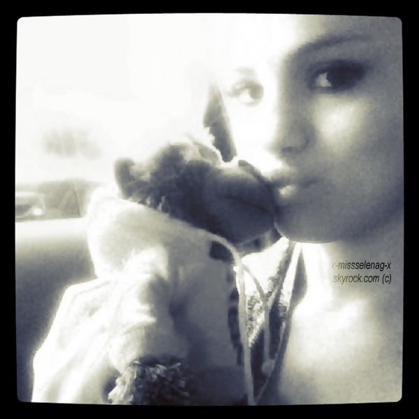 + September 24th  ;  Selena sortant d'un café le matin et allant au zoo l'aprèm à Los Angeles.+