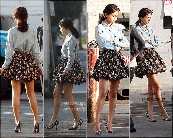 + September 26th  ;  Selena le matin se promenant dans les rues de Los Angeles, l'après midi faisant un phoshoot à Venice (LA) et puis le soir dînant avec Taylor Swift à Benihana (LA).+