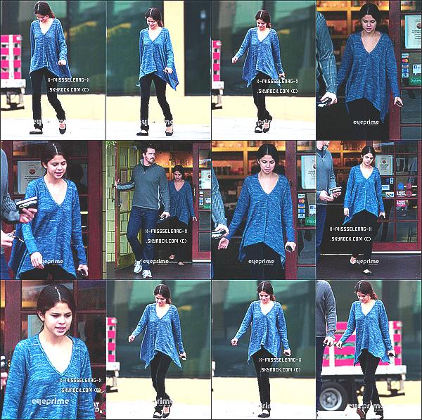 + November 18th  ;  Selena allant déjeuner à Encino.(+) Voici des photos toute récentes que Selena a posté sur son Instagram. +