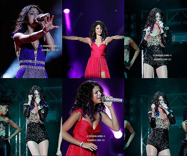 + January 24th  ;  Selena et son groupe donnant un concert à Panama City, au Panamá.(+) Nouvelles photos de Selena postées via Instagram. +