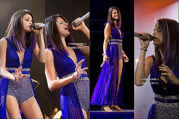 + January 26th  ;  Selena et son groupe donnant un concert à Mexico City, au Mexique et après Sel s'est rendue à une conférence de presse pour promouvoir son album. +