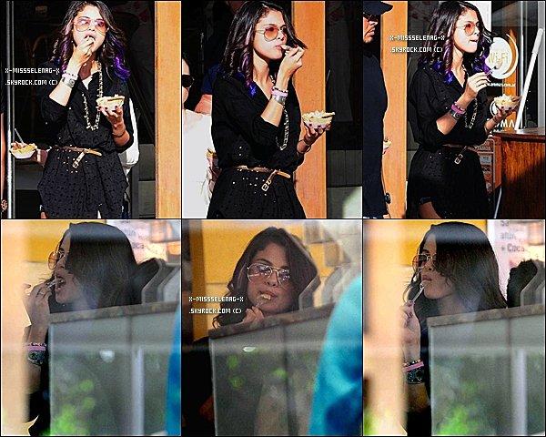 + February 9th  ; Selena se baladant tout en mangeant dans Buenos Aires , ensuite elle a donné un concert toujours à Buenos Aires en Argentine. +