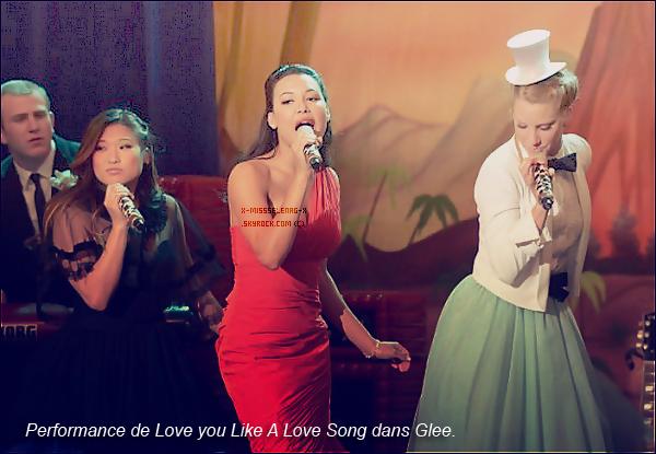 + May 6th  ;   Selena prenant du temps avec ses fans devant son hôtel à Sofia (Bulgarie). (+) Photos perso de S. via GifBoom et Twitter. Un poster promo pour Spring Breakers. La performance de LYLALS de Glee. +