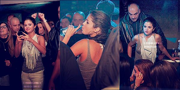 + May 19th  ;   Selena, sa maman et sa cousine dans un Night Club «Yalta» en Bulgarie. + Des nouvelles photos de Selena et sa cousine via PostCard. +