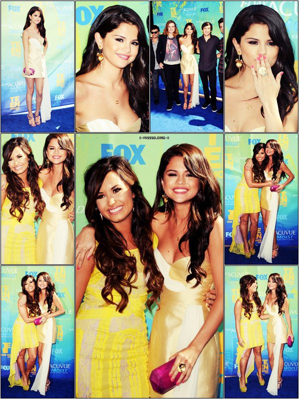 + August 7th  ;  Selena aux Teen Choice Awards 2011 aux côtes de Demi Lovato.+