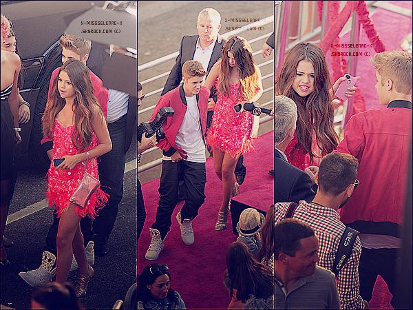 + June 26th  ;   Selena est allée à l'avant première de «Katy Perry : Part Of Me 3D».  +