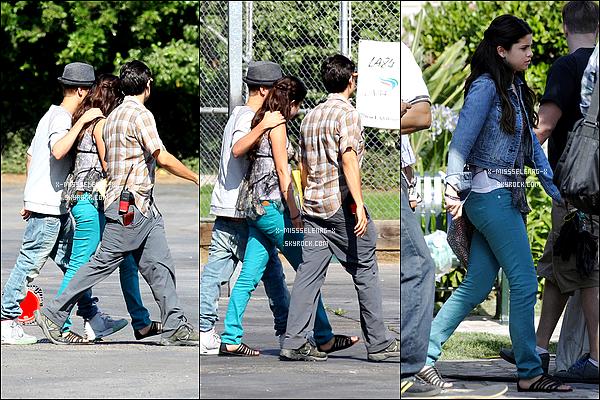 + August 3rd  ;   Selena était sur le tournage de 'Behaving Badly' avec ses co-stars et Justin. + Nouveau poster promo pour «Hôtel Transylvanie». +