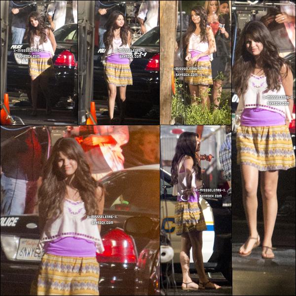 + August 15th  ;   Selena était sur le set de son film Behaving Badly. + Selena avec ses fans alors qu'elle faisait du shopping à Victoria's Secret. +