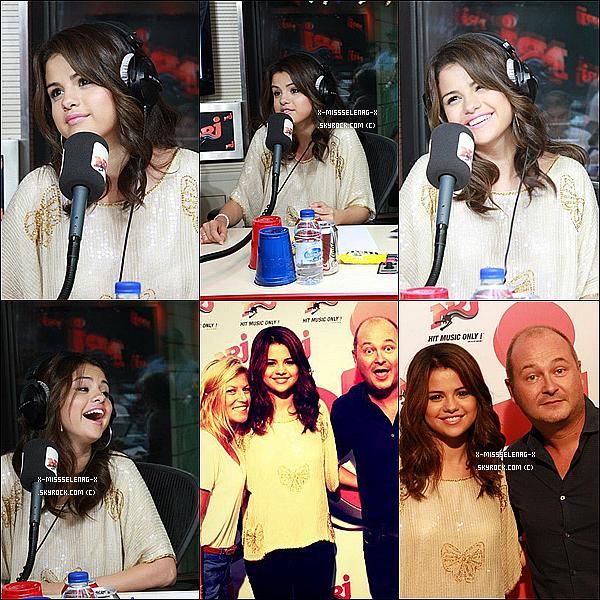 + September 3rd  ;   Selena quittait le restaurant Thai Siam à Paris. Ensuite, elle a passé un moment avec ses fans. Elle s'est plus tard fait interviewer par PureFans et Teemix. Pendant la soirée, elle s'est rendue à NRJ pour faire une Twitcam et faire l'émission C'Cauet.  +