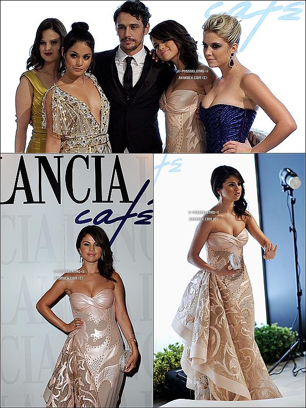 """+ September 5th  ;   Selena a été vue quittant son hôtel en Italie pour aller se promener (masqué) avec ses co-stars dans Venise. Plus tard, elle s'est rendue à la conférence de presse pour la promotion de SB. Le soir, elle était à l'avant-première de SB au 69ème """"Venice Film Festival"""".  +"""