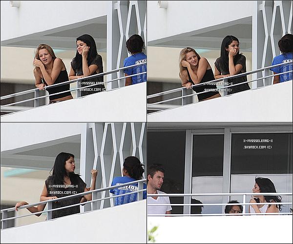 + September 16th  ;   Selena et Haley King sur le balcon de l'hôtel où elles sont restées à Miami. + Des photos personnelles sur les vernis Nicole by OPI. +