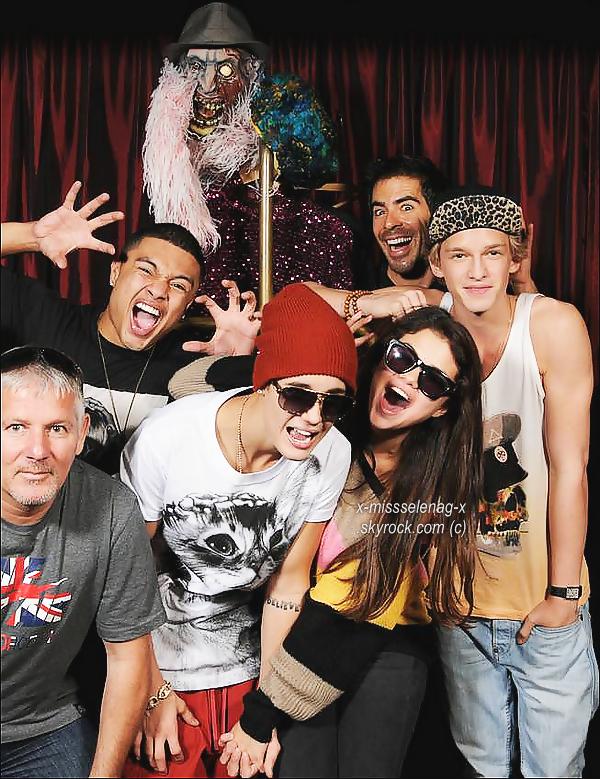 + September 30th  ;   Sel, son chéri, Alfredo, Cody Simpson, et autres au 'Eli Roth's Goretorium'. + Découvre les vernis de Selena par Nicole by O.P.I.  +
