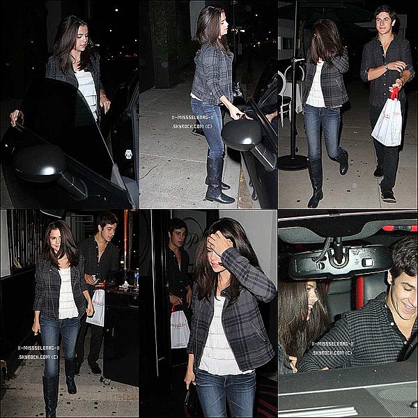 + August 27th  ;   Selena et sa co-star David ont été vus sortir de «Philippe Chow». + Publicité de Dream Out Loud collection automnale. +