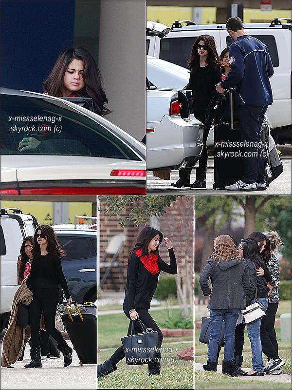 + November 13th  ;   Selly a été vue arrivant chez elle, à Dallas (Texas). Elle retrouve sa famille. + Voici une petite avalanche de photos personnelles récentes avec Selena postées par différentes personnes via Instagram. +