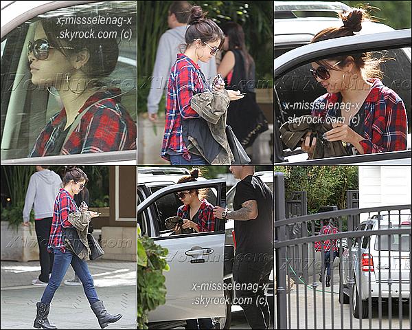 + November 17th  ;   S. a été repérée dans une station de service à LA. Le soir, elle et sa bff sont allées dîner. Après ça, Selena s'est rendue à l'hôtel «Four Seasons» pour y rejoindre Justin. +