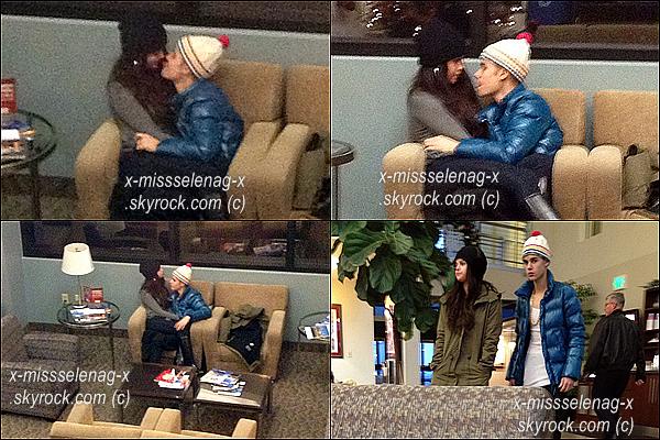 + December 21st  ;   Selena a débarqué à l'aéroport de LAX où Francia est venue la chercher. Elle a aussi été vue à l'aéroport d'Utah avec son chéri, Justin Bieber, plus proches que jamais. +