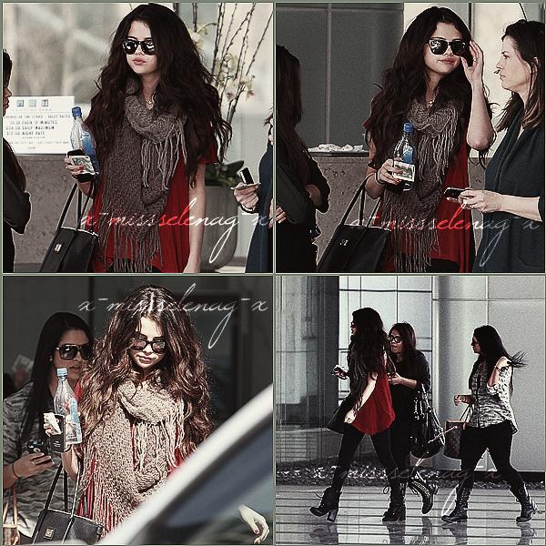 + February 4th  ;   Selena, Priscillia et sa maman quittant une étude de la Bible. Plus tard dans la journée, elle a été vue quittant 'Paradise Cove' et se rendant, ensuite, à la plage à Malibu, CA. +