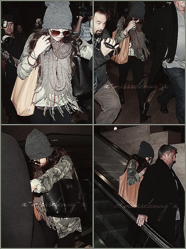 + February 7th  ;   Selena a été vue débarquant à l'aéroport de LAX (Los Angeles). + Découvre pleins de nouvelles photos personnelles avec Selena postées par différentes personnes via Instagram. +