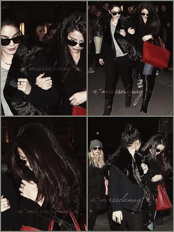 + February 16th  ;   Sel a été vue avec Ashley arrivant à un aéroport de Paris. Ensuite, elles et Vanessa sont allées faire du shopping à «Printemps». Le soir, les filles ont été vues allant dîner à «L'Avenue» et quittant cet endroit une fois finies de manger, dans notre capitale. +