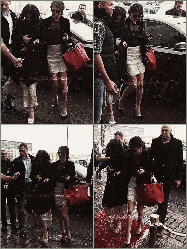 + February 20th  ;   Selena et Vanessa arrivant à leur hôtel à Berlin, Allemagne. + Shoot fait à Paris à l'hôtel Bristol pour «Paris Match». ARCHIVES. + L'interview pour TeeMix.. +